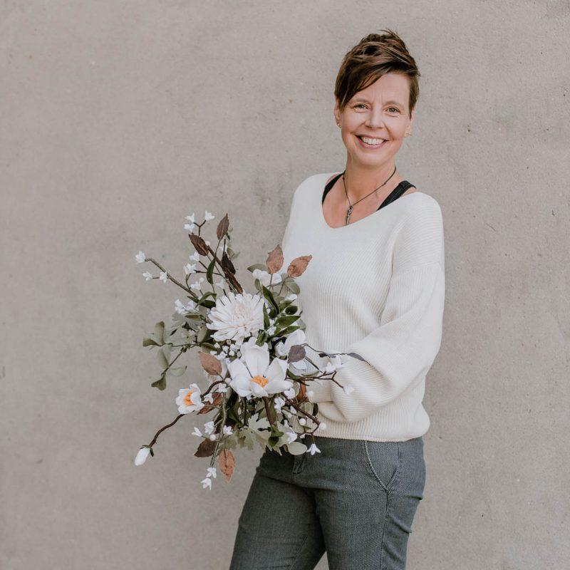 Oogstrelend Bruidsboeket met Witte Viltbloeiers
