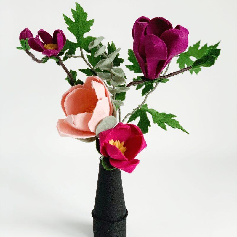 Boeket met magnolia, Pioenroos en Eucalyptus