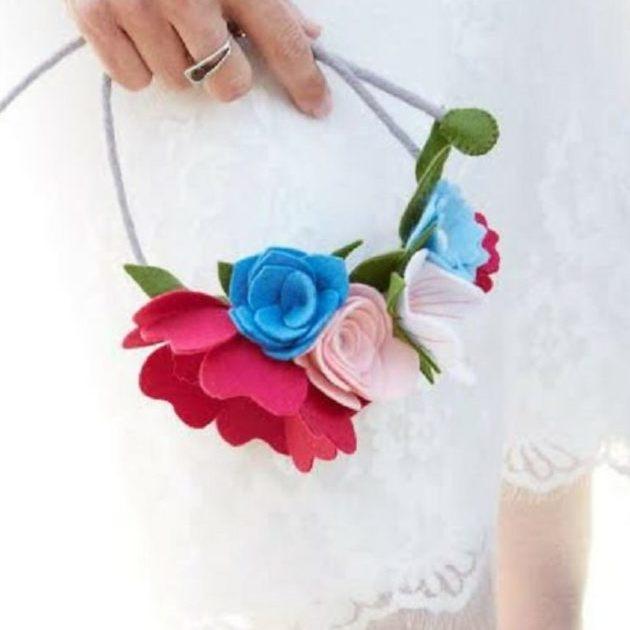 Bruidsboeket Viltbloemist, bloemen op een vilten krans
