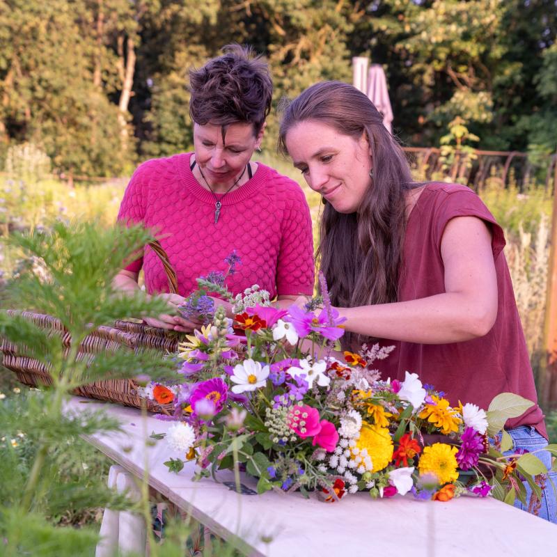 Bloemen plukken in de pluktuin